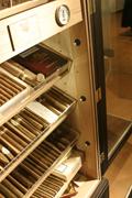 Particolare della chiusura degli armadi humidor